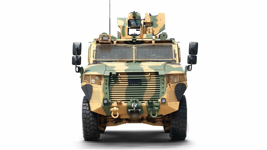 <p>Vuran, yüksek balistik, mayın ve el yapımı patlayıcı korumasına sahip bulunuyor. Araçlar, güçlü motor ve aktarma organlarıyla muharebe yüklü ağırlıkta yüksek hareket kabiliyetiyle görev yapabiliyor.</p> <p>Araçlara çeşitli görevleri icra edebilmek amacıyla farklı ekipmanların entegrasyonu sağlanabiliyor.</p> <p>9 personel taşıyabilen Vuran, saatte 110 kilometre hıza ulaşabiliyor.</p>