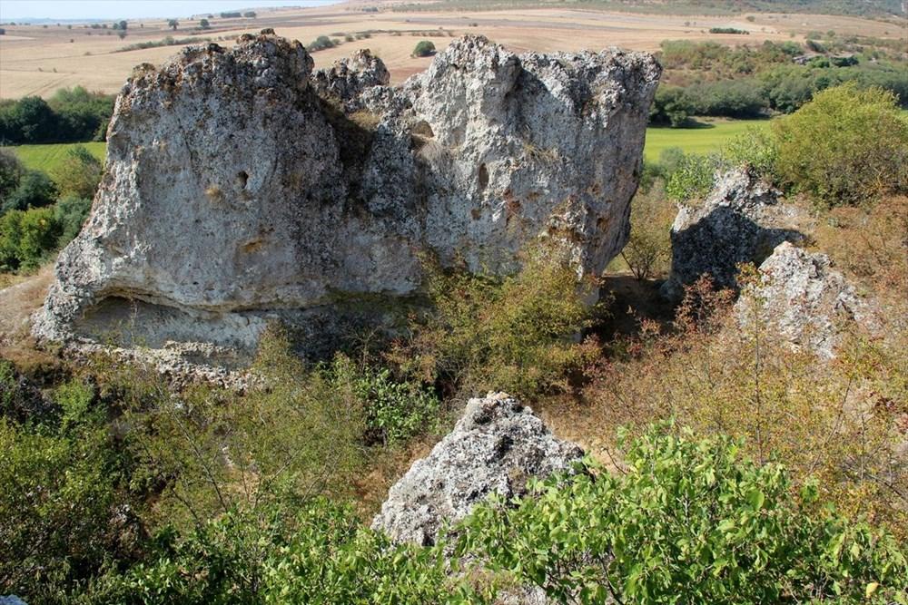 """Traklara ait tarihi kaya sunağında""""güneş diski"""" bulundu - 2"""