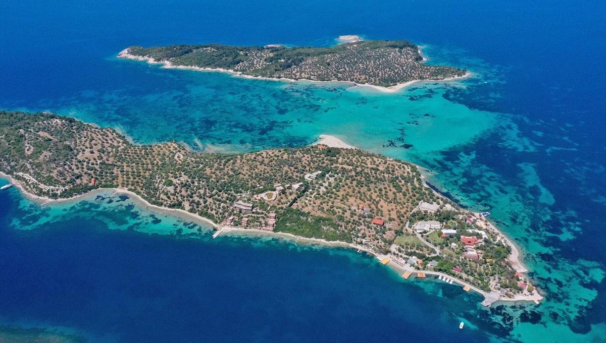 'Kesin korunacak hassas alan' ilan edilen Dikili'deki adalar bölgesi doğal güzellikleriyle dikkati çekiyor