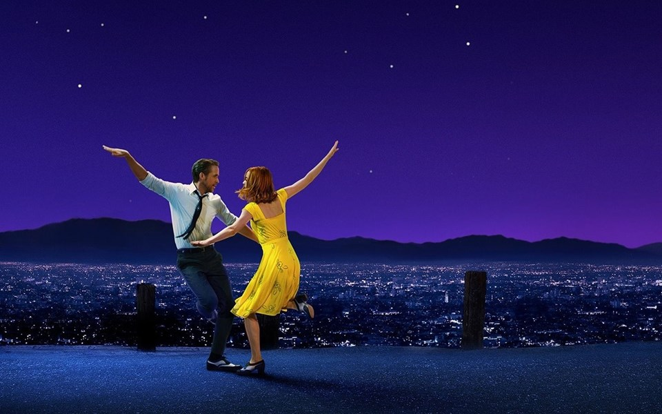 Chazelle'in 2016'ya damgasını vuran filmi La La Land altı dalda Oscar ödülünü kazanmış; Altın Küre töreninden ise yedi ödülle ayrılarak rekora imza atmıştı.