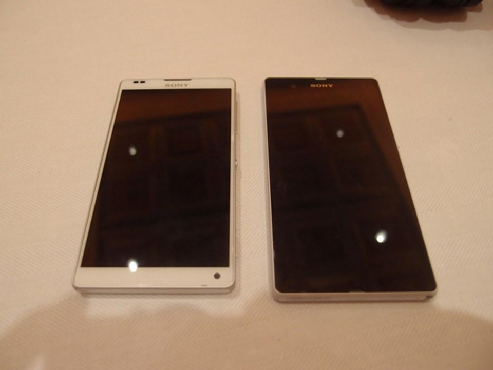 Xperia Z ile sunulan Xperia ZL, eşit ekran büyüklüğünde olmasına rağmen yüzde 25 daha küçük. (Fotoğraf: PC Magazine).