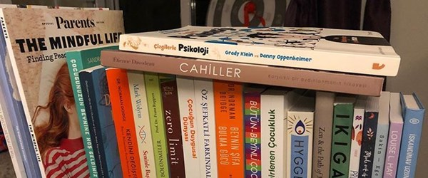 Ceyda Düvenci'nin başucu kitapları (Ünlü isimlerin okudukları kitaplar)