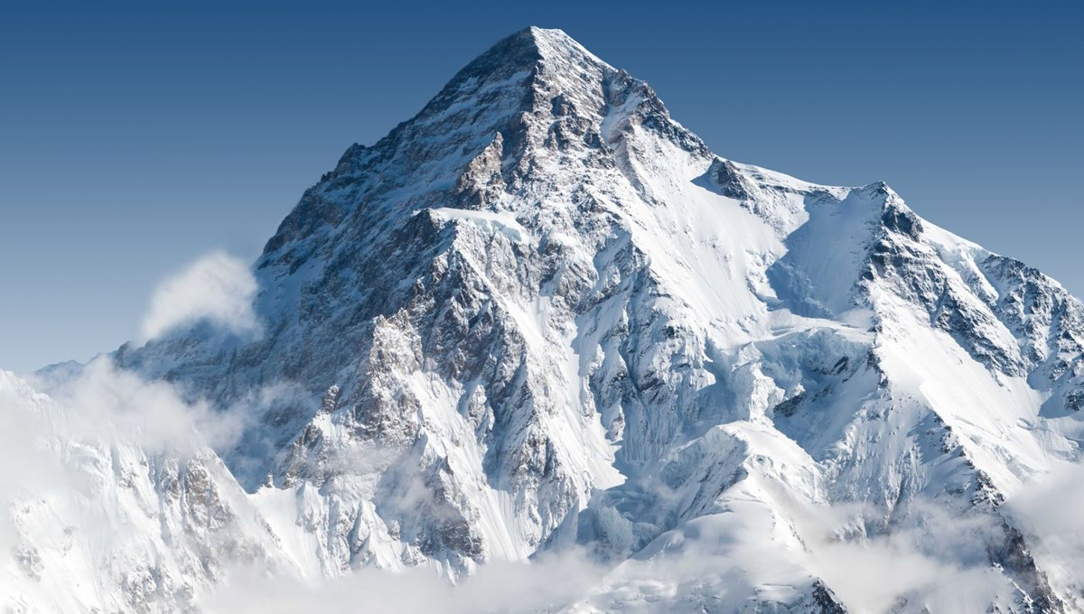 Pakistan'da 19 yaşındaki dağcı K2'ye tırmanan en genç kişi oldu