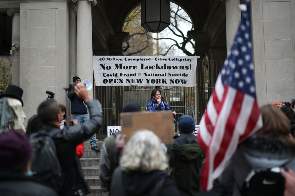 New York'ta karantina karşıtları maske yaktı - 16