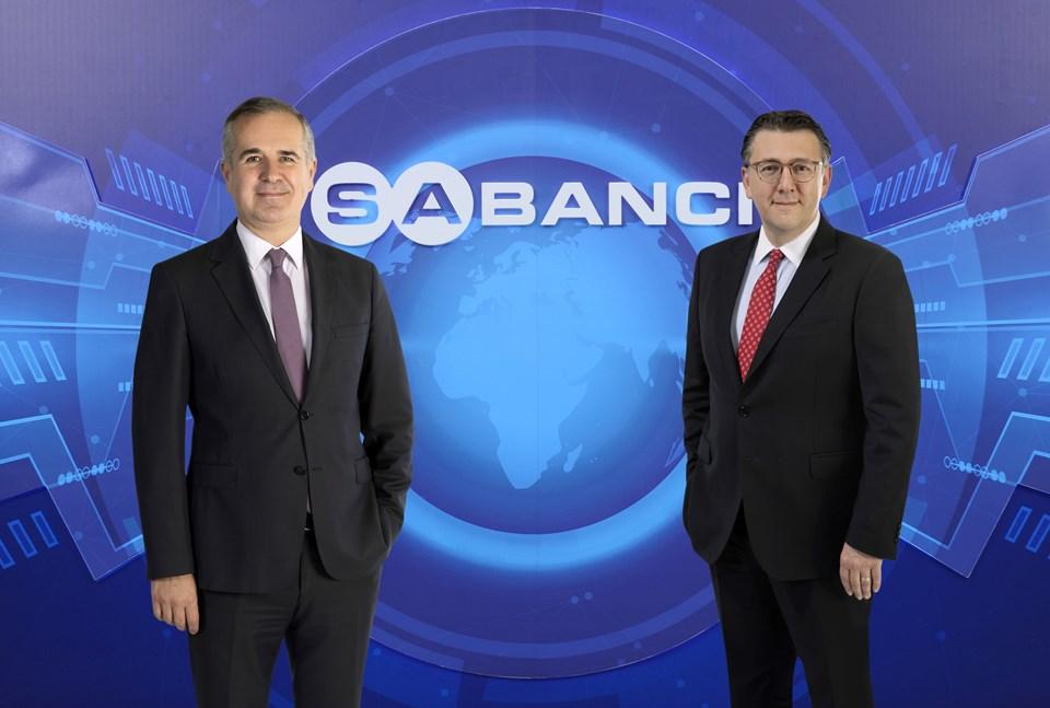 Sabancı Holding Üst Yöneticisi (CEO) Cenk Alper (solda) ve Sabancı Holding CFO'su Barış Oran (sağda)