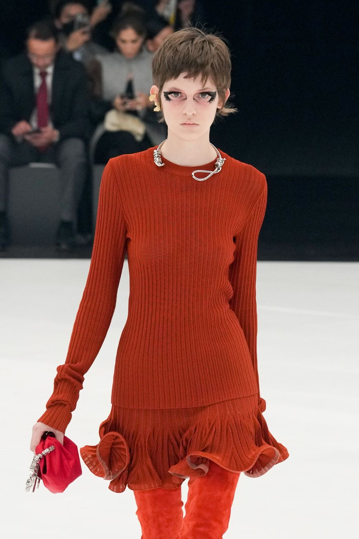 Givenchy'nin kolyesi tartışmaya neden oldu - 1