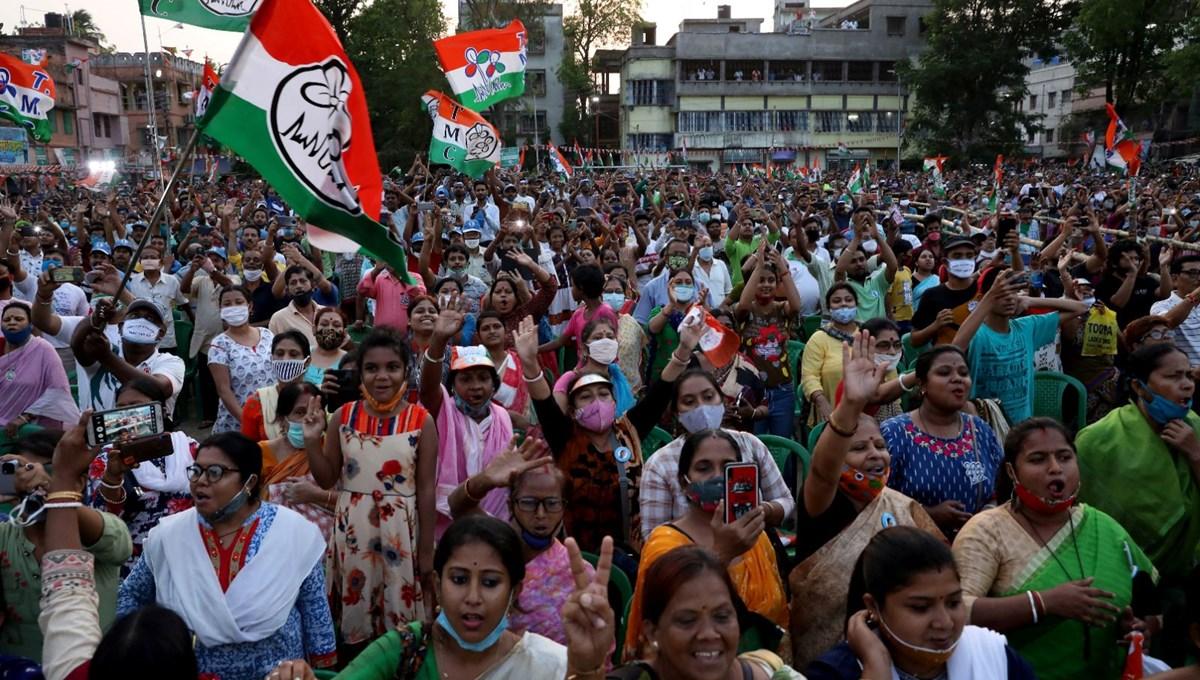 Hindistan'da Covid-19 krizinin ortasında düzenlenen seçimler öğretmenleri vurdu: Sandık başında görevli olan 2 bin memur yaşamını yitirdi