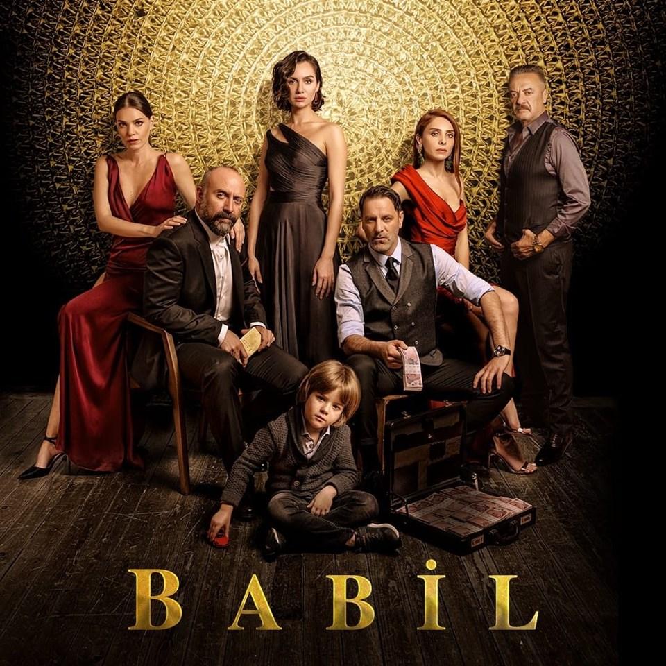 Babil'de Halit Ergenç, Ozan Güven, Aslı Enver, Birce Akalay, Nur Fettahoğlu, Fuat Fatih Odabaşı ve Mesut Akusta rol alıyor.