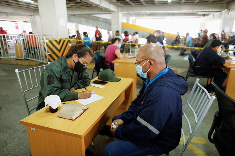 Venezuela'da aşılama başladı: 400 metre kuyruk - 9