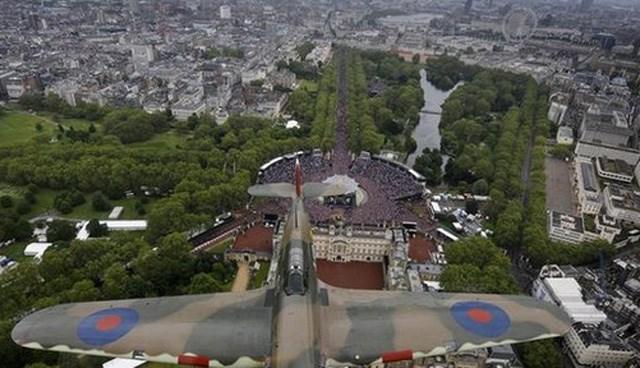 """""""Spitfire""""ın İngiliz ordusunda artık sembolik bir önemi var. Milli günlerde Buckingham Sarayı üzerinde gösteri uçuşları yapıyor."""