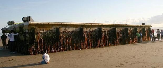 165 tonluk iskele sürüklenerek Pasifik'i geçti