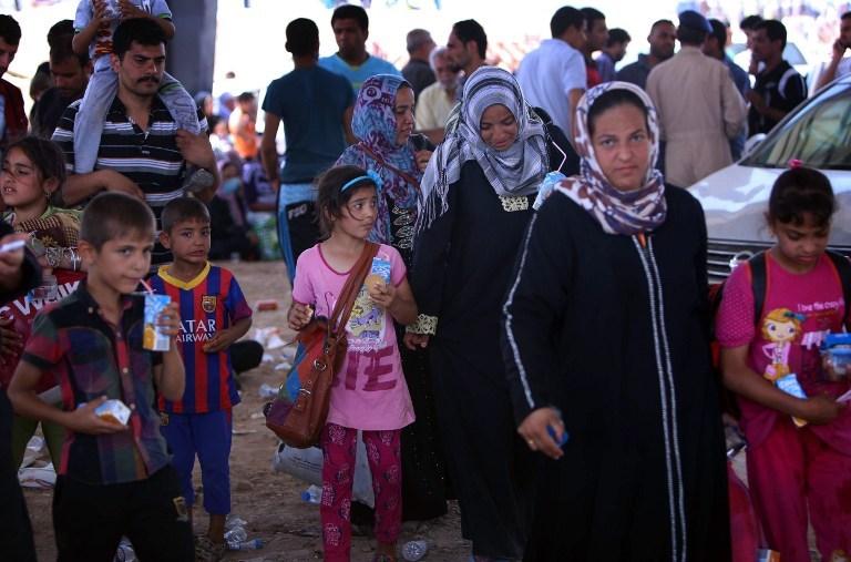 500 bin insan IŞİD'den kaçıyor