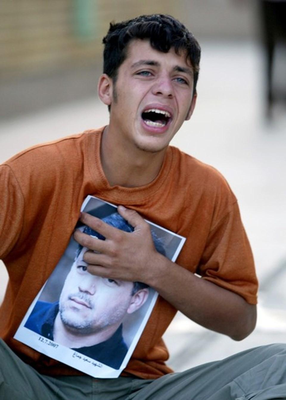 Said Çmağ'ın oğlu ABD askerinin ateşinde ölen babasının cenazesinde ağlıyor.