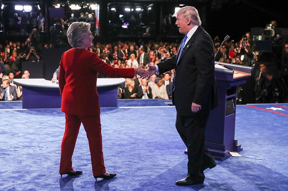 Clinton'ın kırmızı tercihi ile Trump'ın mavi kravatıdikkat çekti