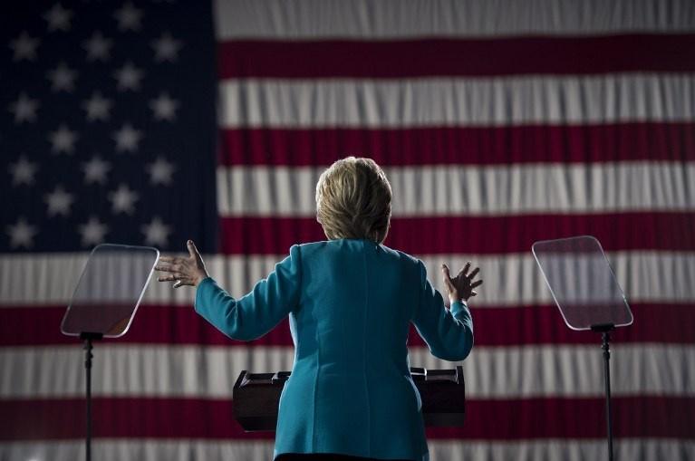 Hillary, anketlerde az farkla önde...