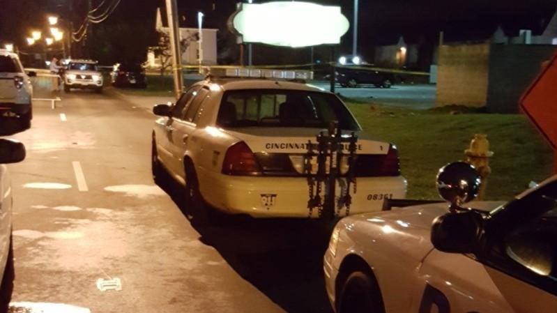 Saldırının ardından polis gece kulübün çevresini kapattı.