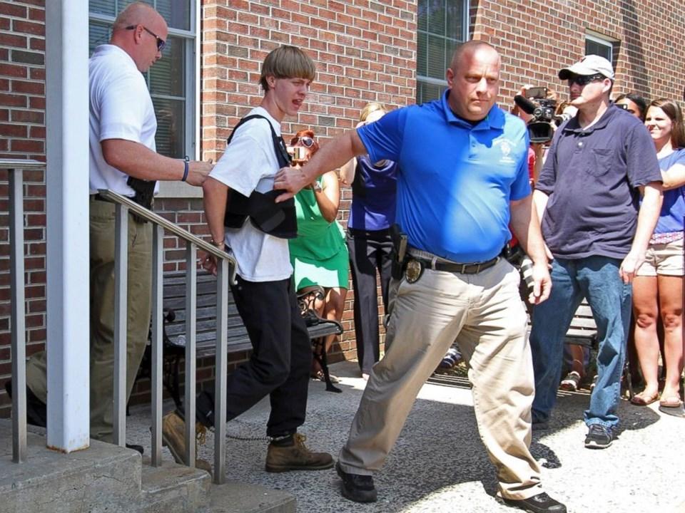 """Polise verdiği ifadede saldırıyı kabul eden Roof, """"Her gün siyahiler, beyazları öldürüyor. Birilerinin bir şey yapması gerekiyordu"""" demişti."""