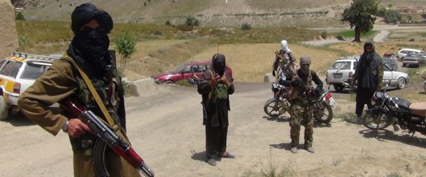 taliban afgan polis infaz220717.jpg