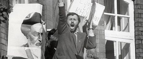 Ahmedinejad elçiliği sopayla ele geçirmiş