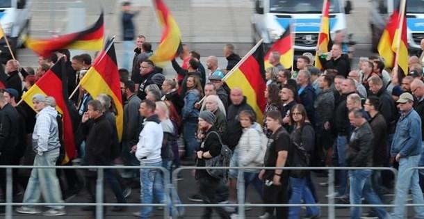 Almanya'da aşırı sağcılar 8 ayda 12 binden fazla suç işledi