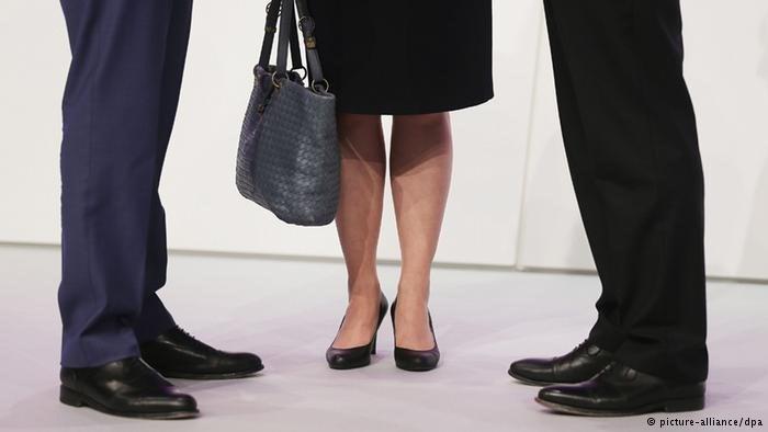 Almanya'da büyük şirketlerin üst yönetimine yüzde 30 kadın kotası getirildi.
