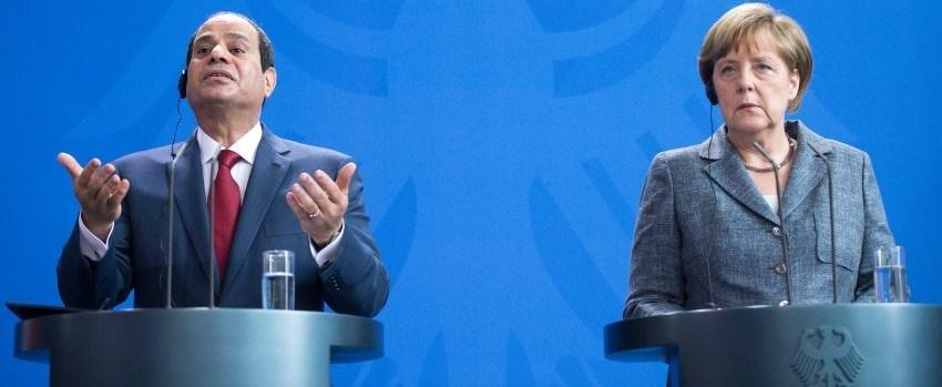 Basın toplantısında Mısırlı gazetecilerin Sisi'nin söylediklerini alkışlaması Merkel'de şaşkınlığa neden oldu.