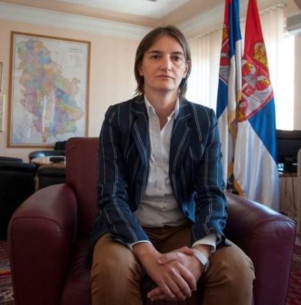 İlk kadın başbakan Ana Brnabiç (41) üniversite eğitimini İngiltere'de aldı. Daha önce de kamu yönetimi ve yerel yönetimlerde görev almıştı