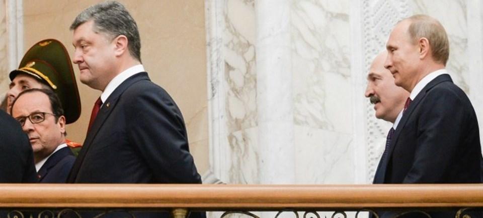 16 saat süren zirveden Ukrayna Devlet Başkanı Poroşenko asık suratlı çıkarken, Rusya Devlet Başkanı Putin gülümsüyordu.