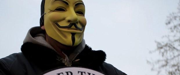 Anonymous polise saldırdı