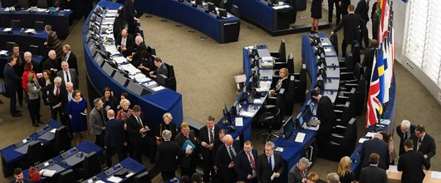 avrupa parlamento ingiltere serbest dolaşım020317.jpg