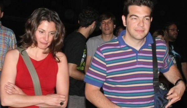 40 yaşındaki Alexis Çipras gençlik aşkı Baziana ile 20 yıldır birlikte. Evlenmeyen çiftin iki oğlu var. Baziana da klasik first lady kalıplarına göre çok daha aktif eylemci bir kadın olarak biliniyor.