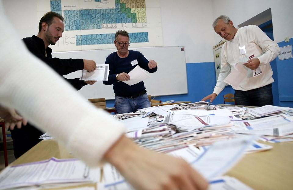 Bosna Hersek'te dün yapılan Devlet Başkanlığı Konseyi seçimlerinde oy kullananların oranı yüzde 53'te kaldı.