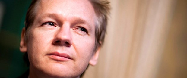 Assange serbest ama hala içerde
