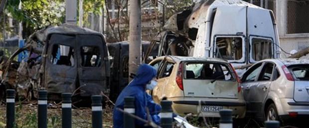 Atina borsa binasının önünde bomba patladı