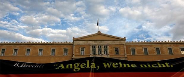 Atina'da Merkel için 'olağanüstü hal'
