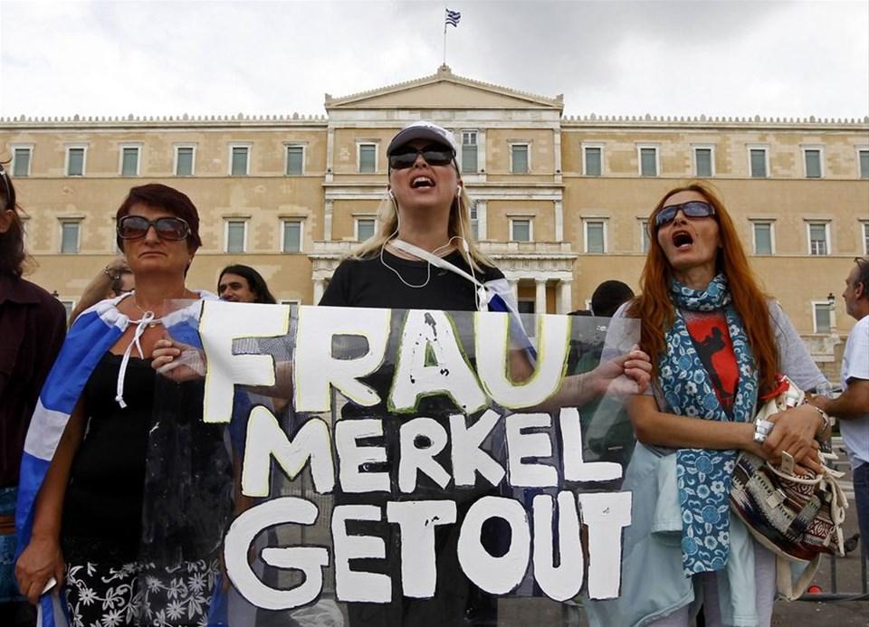 Atina'da Merkel'e isyan