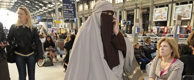 hollanda-burka-yasak240515.jpg
