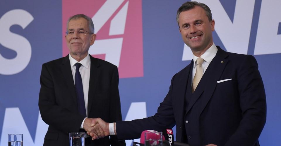 Norbert Hofer (sağ) ile seçimi kazanan Alexander Van Der Bellen (solda) sonuçların açıklanmasından sonra bir televizyon kanalındaki özel programa katıldı.