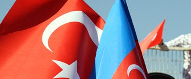 Azerbaycan'da Türk bayrağına yasak