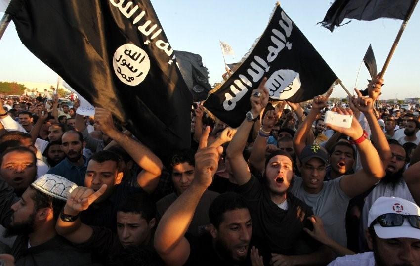 """""""Arap Baharı"""" sonrası iktidar değişikliği yaşayan Kuzey Afrika ülkelerinde gençler arasında IŞİD'e olan ilgi her geçen gün artıyor."""