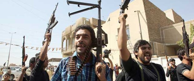 Bağdat'ta yüzlerce gönüllü orduya yazılıyor