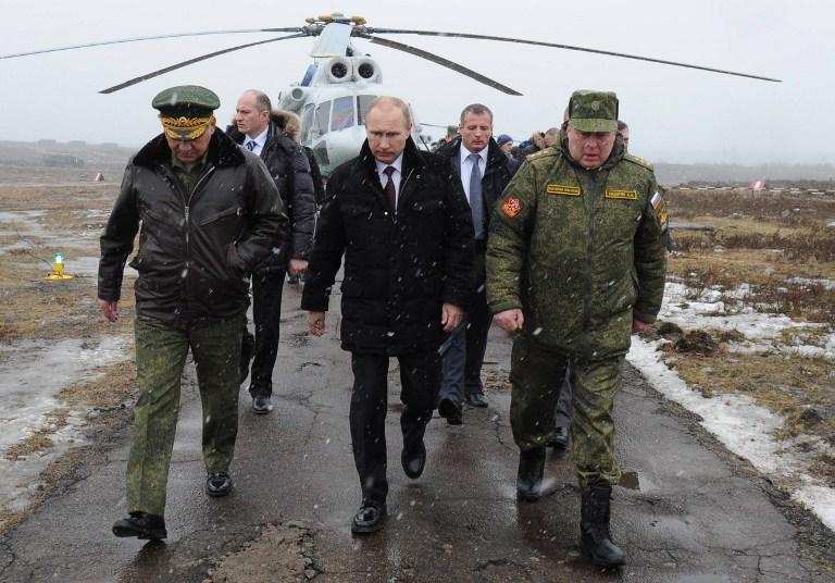 'Başkomutan' Putin'den askeri şov