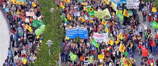 Berlin'de 50 bin kişi nükleere karşı yürüdü