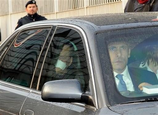 İtalya Başbakanı Berlusconi, 4 gece geçirdiği hastaneden bu gün ayrıldı.
