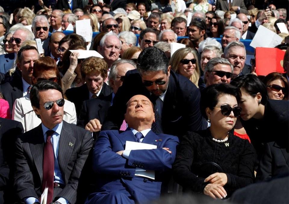 Berlusconi ve hükümet zorda