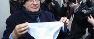 Berlusconi'ye külotlu destek
