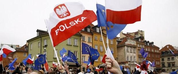 avrup polonya anayasa mahkemesi basın yasası140116.jpg