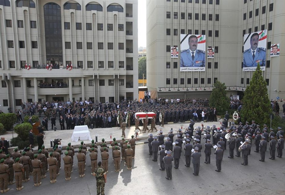 Beyrut'ta olaylı cenaze töreni