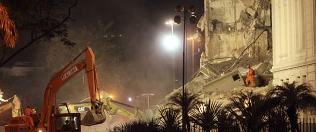 Brezilya'da 20 katlı bina çöktü