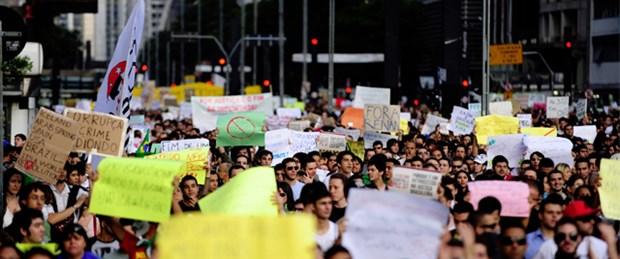 Brezilya'da 250 bin kişi sokağa döküldü